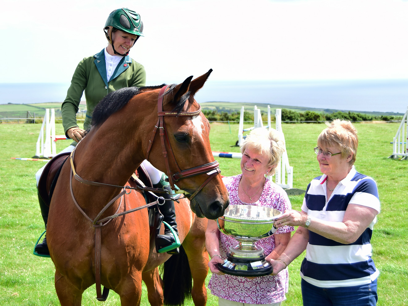 Isle of Man Examiner Trophy presented to Montys Star & Hannah Goodby-Dudgeon 2016